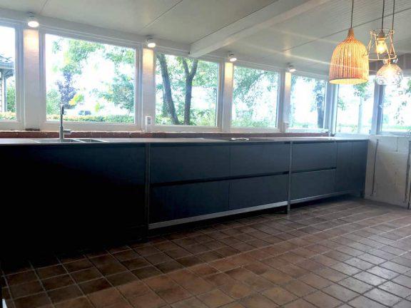 Keuken Met Staal En Grote Raampartij, Keuken Met Enorm Uitzicht